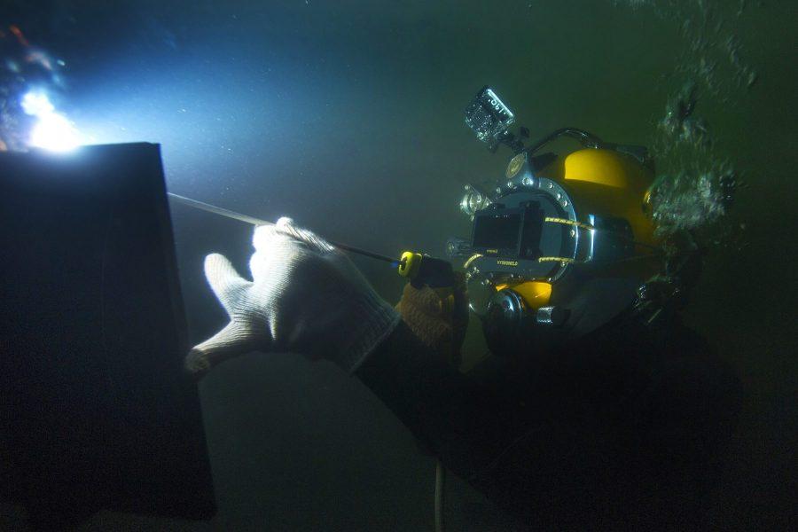 af888 01 underwater welding hyberbaric welding about underwater welding about underwater welding Manufacturing Engineering Underwater Welding
